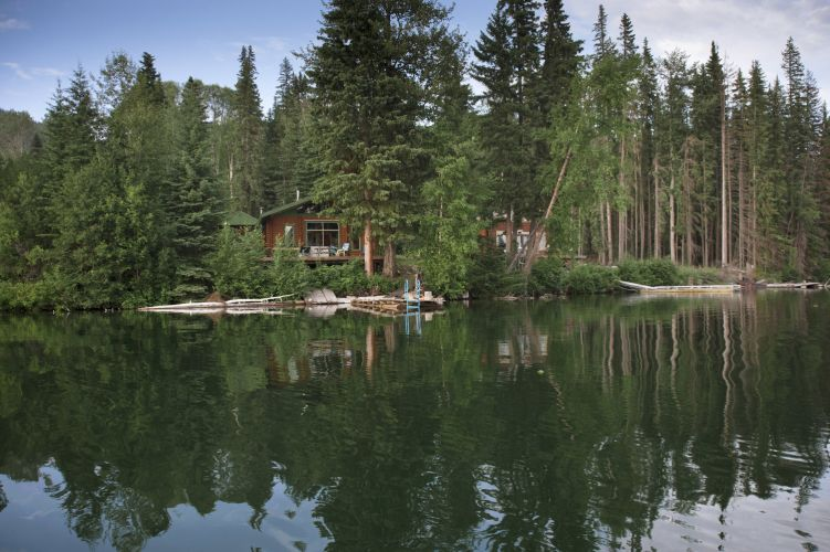 Family vacation cabin at the lake